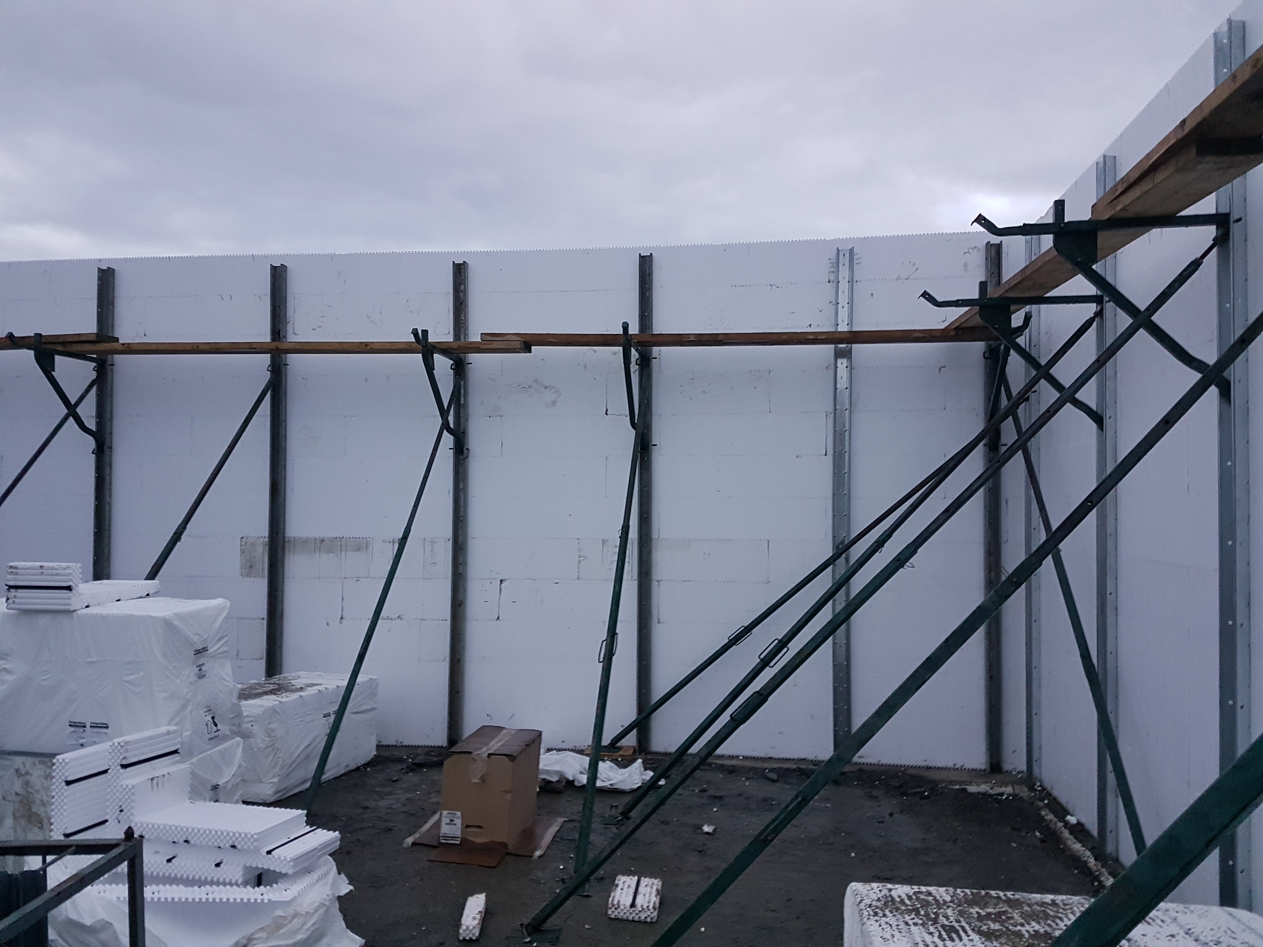 Polystyrene block house construction - Insulated formwork